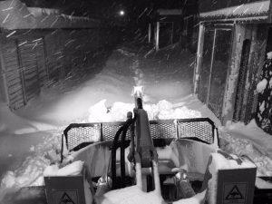 吹雪中に除雪
